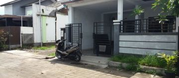 Cheap used house for sale in a one gate housing near Bypass Sanur